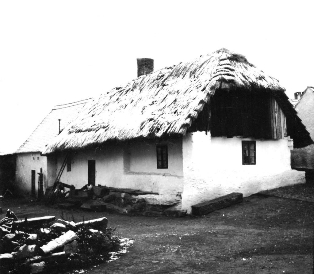 Původní dům č. p. 70 ve Velkém Boru dne 1.11.1962.