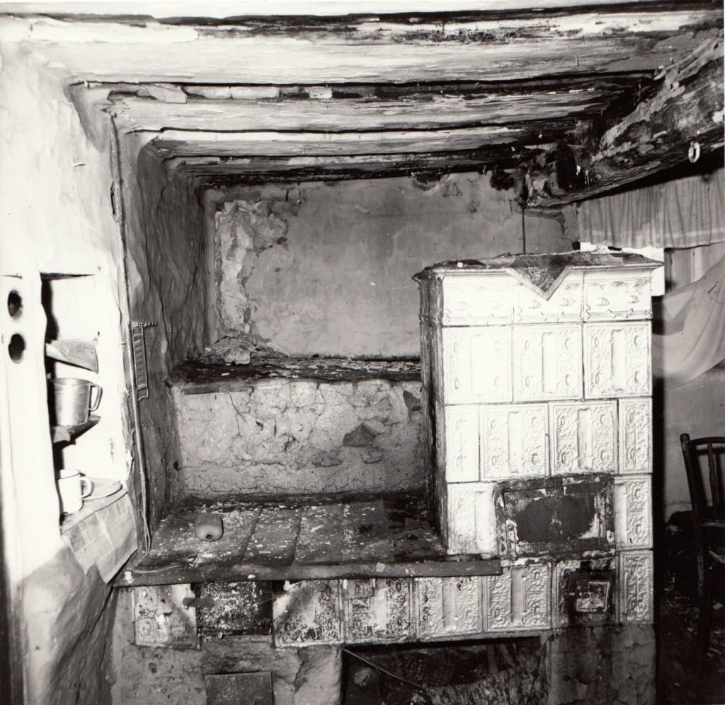 Detail kamen s pecí, konec 80. let 20. století.