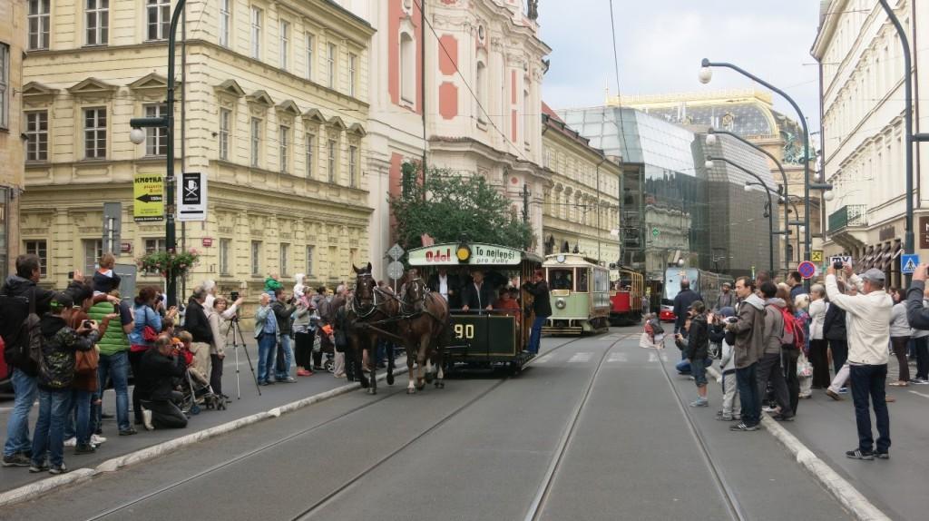 Průvod historických tramvají Prahou 20. září 2015 při 140. výročí pražské MHD