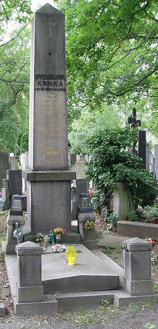 Stav hrobu před opravami. Bohužel je tato fotografie na mnohých místech